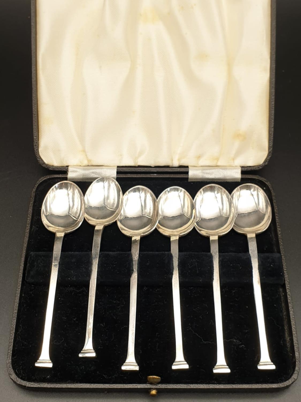 Six Heavy Silver Teaspoons. Pinder Bros - 1942 Hallmark. 82.2 g total weight. 11cm.
