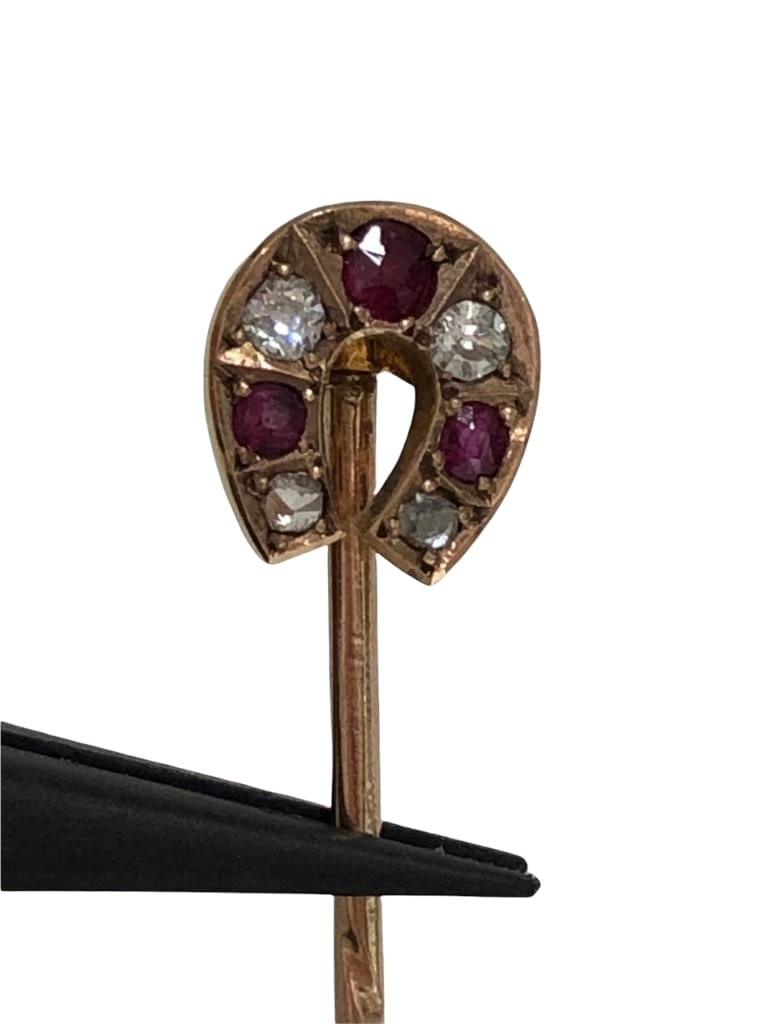 Antique gold pin with diamonds and rubies; 2g; - Image 3 of 4