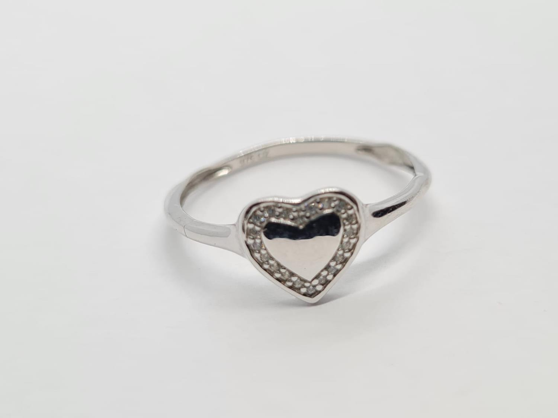 9K WHITE GOLD DIAMOND SET HEART RING WEIGHT 1.3G SIZE N1/2