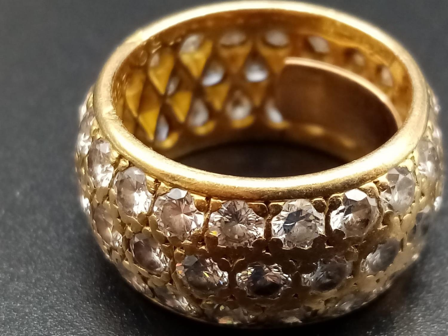 AN 18K ROSE GOLD BAND RING ENCRUSTED WITH DIAMOND STONES (APPROX 4CT) 10.3gms size k/l - Image 3 of 7