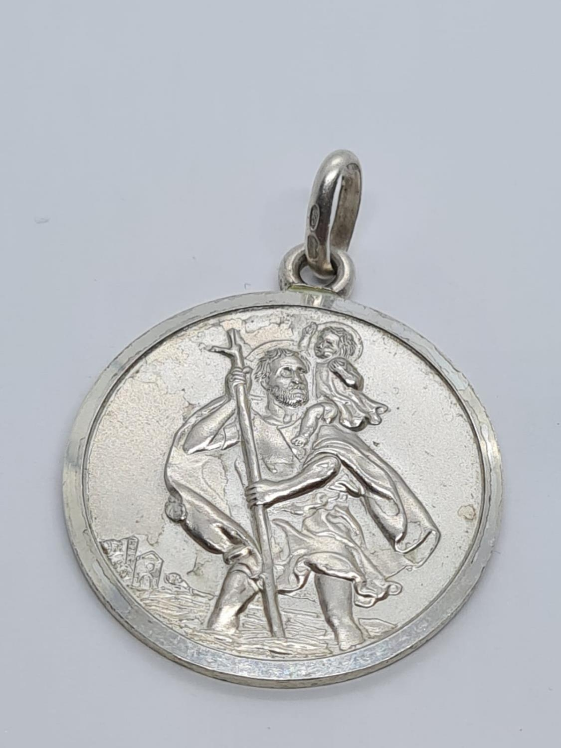STERLING SILVER LARGE ROUND ST CHRISTOPHER PENDANT WEIGHT 8.5G AND 34MM DIAMETER APPROX