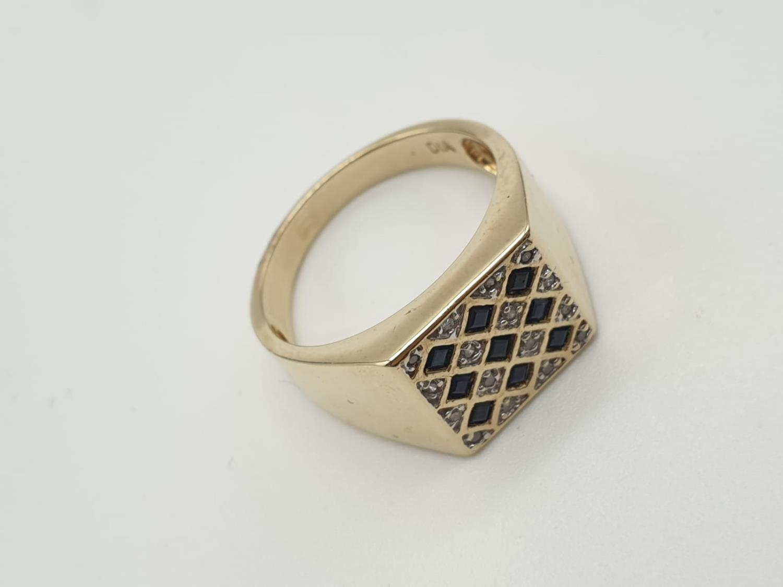 9k yellow gold DIAMOND & SAPPHIRE SQUARE SIGNET GENT RING, weight 6.5g size U - Image 2 of 7