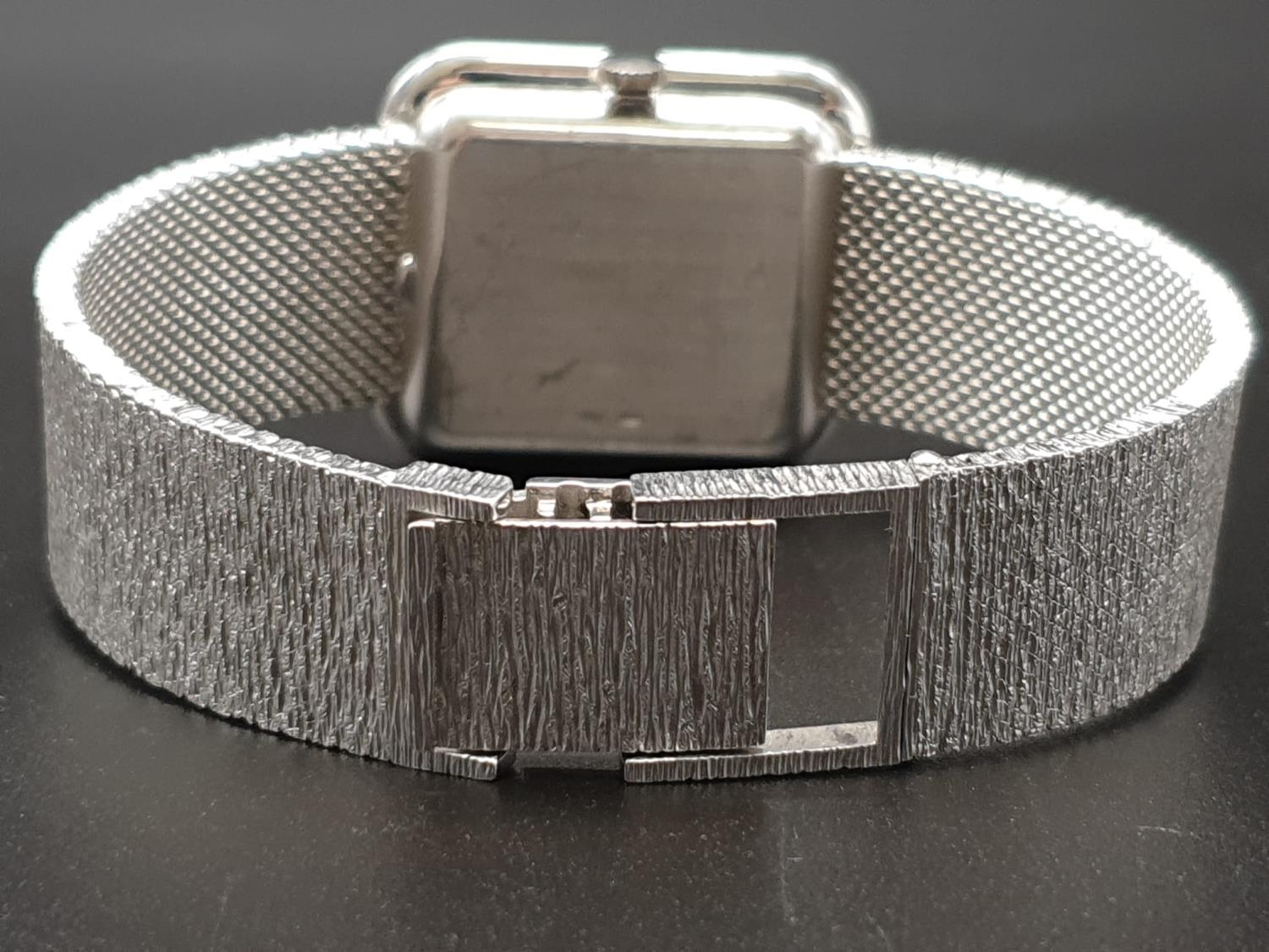 AN 18K WHITE GOLD DRESS WATCH WITH HALF DIAMOND BEZEL AND SOLID GOLD STRAP. 26MM - Image 6 of 12