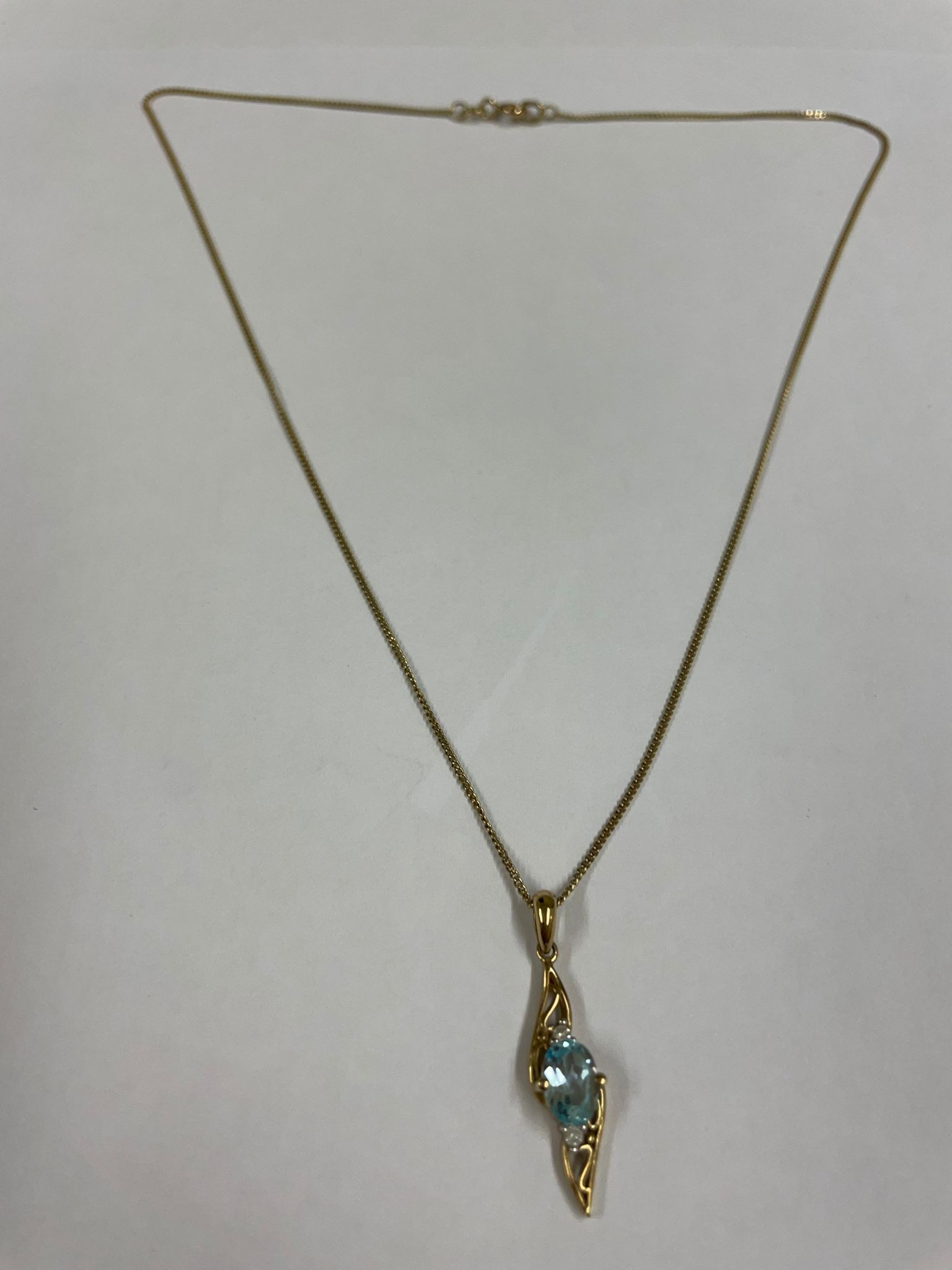 Vintage 9ct solid gold pendant with blue stone and 9ct gold chain - Image 3 of 3