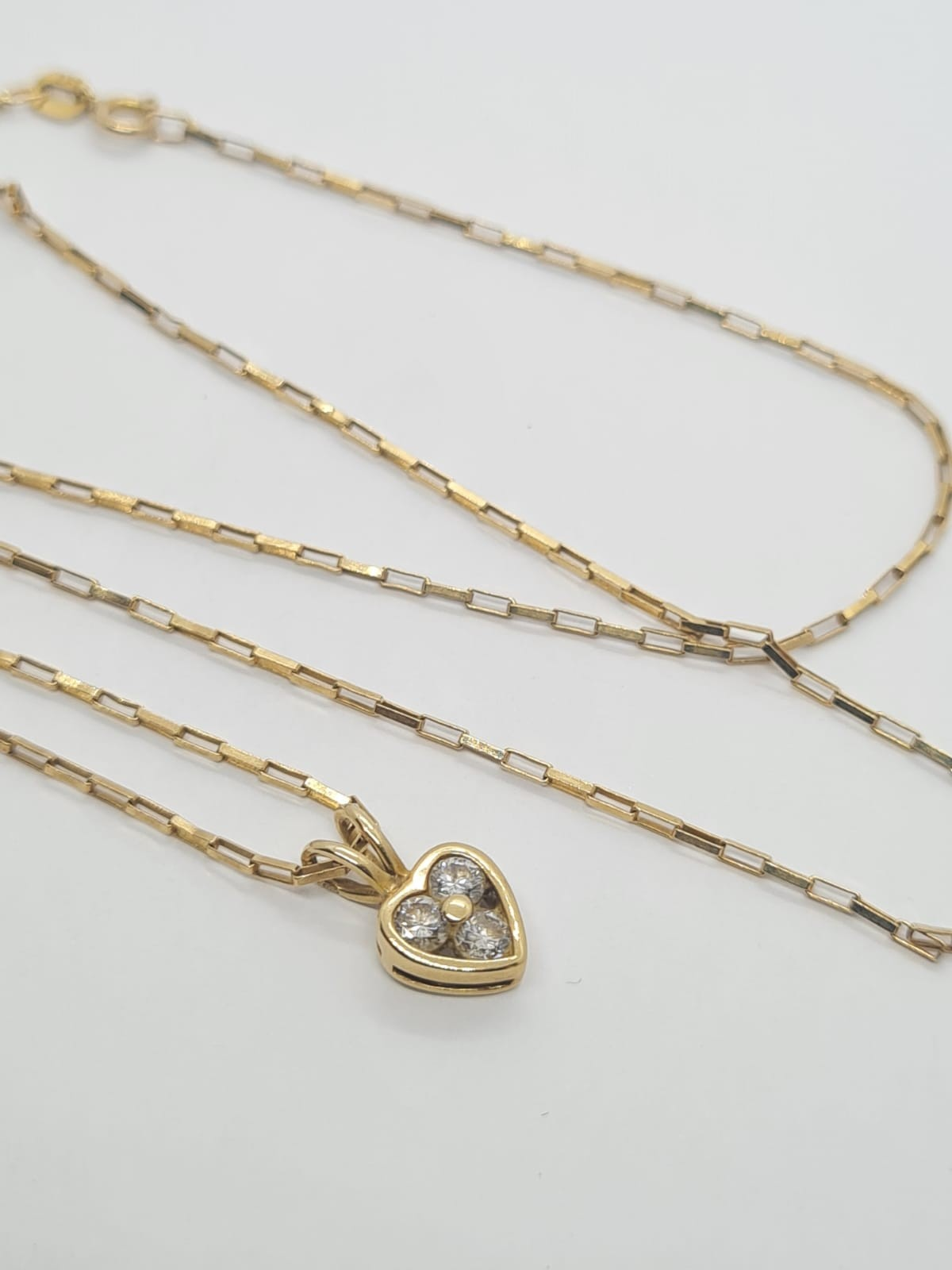 9k Yellow gold DIAMOND SET HEART PENDANDT ON A 52cm long linked box CHAIN, weight 2.5G and approx