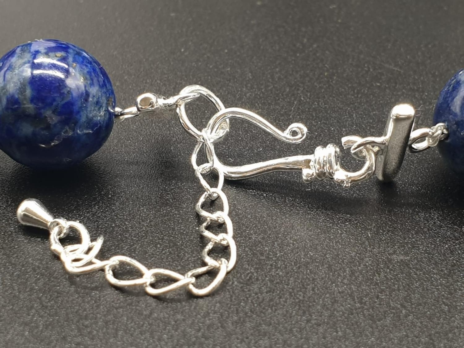 A Tibetan Buddhist lapis lazuli necklace and earrings set in a presentation box. Necklace length: - Image 7 of 11