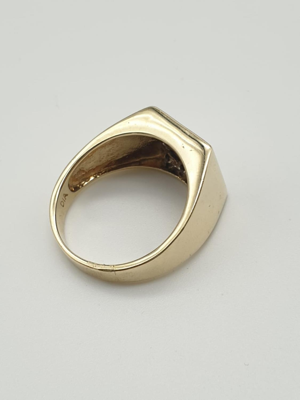 9k yellow gold DIAMOND & SAPPHIRE SQUARE SIGNET GENT RING, weight 6.5g size U - Image 3 of 7