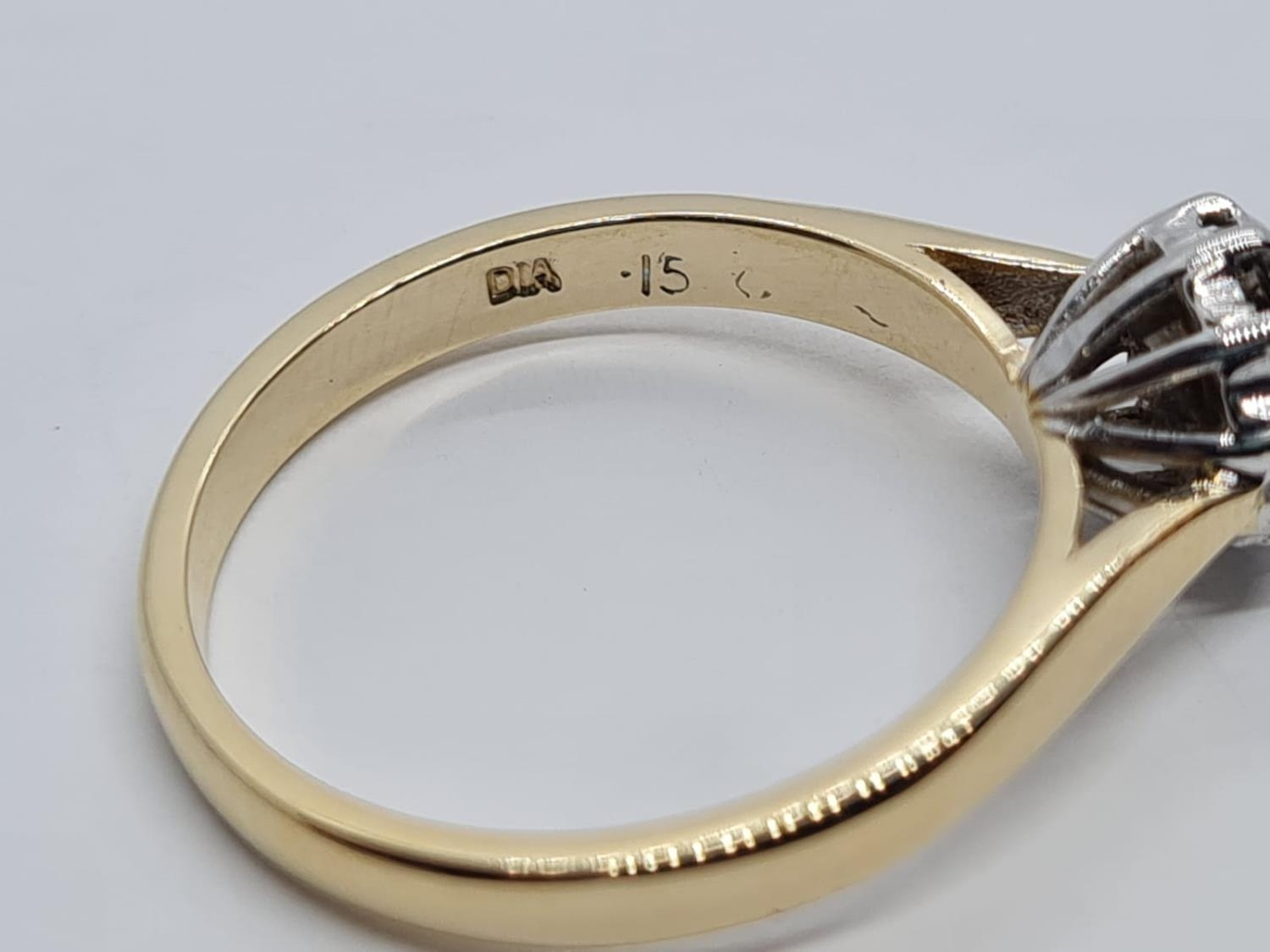 9K YELLOW GOLD DIAMOND SET CLUSTER VINTAGE RING 0.15CT DIAMONDS APPROX WEIGHT 2.6G SIZE N - Image 4 of 5