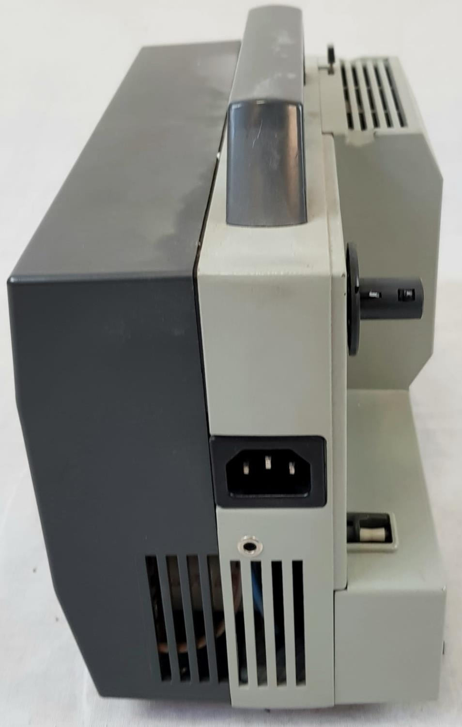 EUMIG 8MM PROJECTOR IN WORKING ORDER PLUS A COLLAPSABLE SCREEN(slight damage but still usable - Image 4 of 6