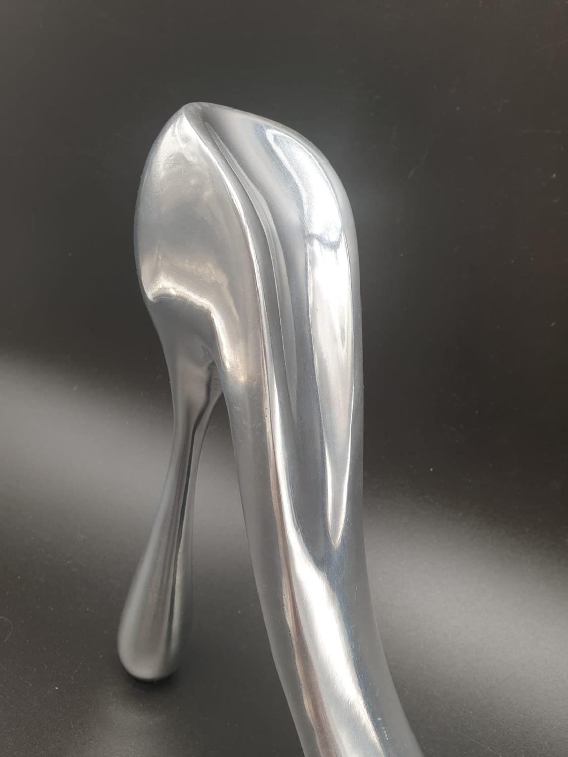 A rare Aluminium shoe horn of large proportions designed and signed by Manolo Blahnik. Manuel ( - Image 4 of 10
