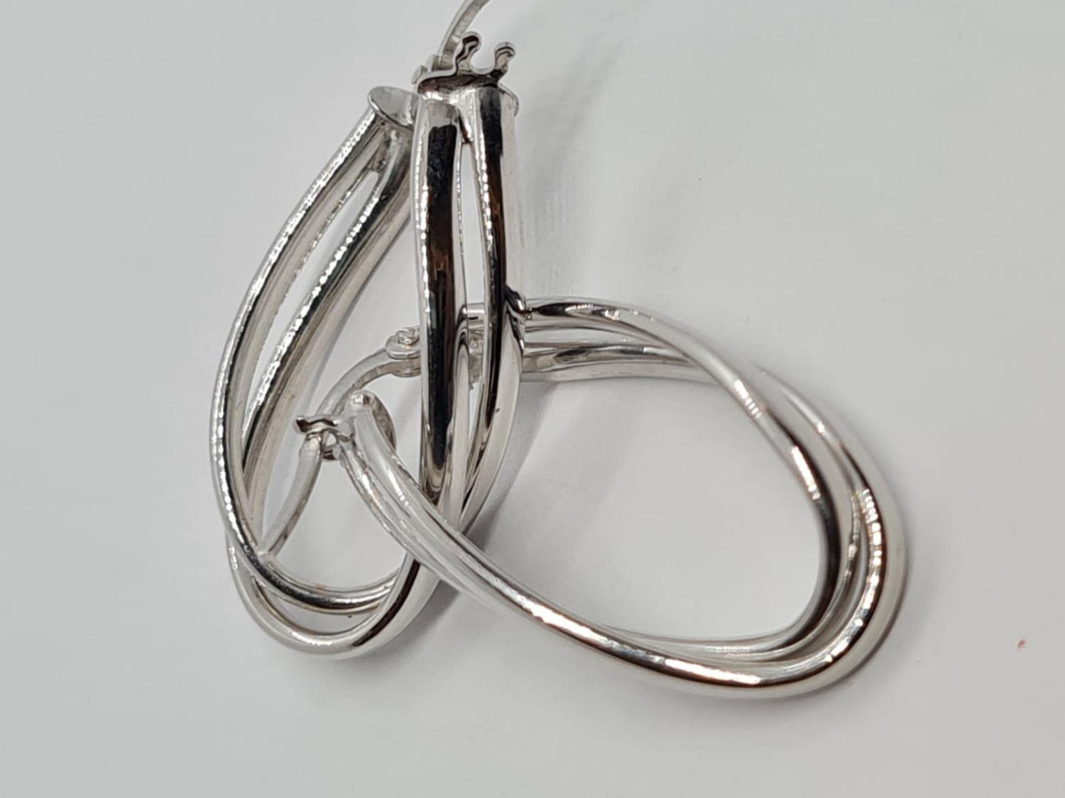 PAIR OF 9K WHITE GOLD CREOLE TWIST EARRINGS 1.5G - Image 2 of 3