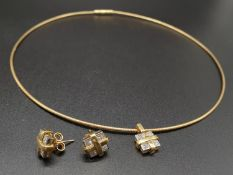 AN 18K YELLOW GOLD CHOKER STYLE NECKLACE WITH DIAMOND PENDANT AND MATCHING EARRINGS. 18,3gms