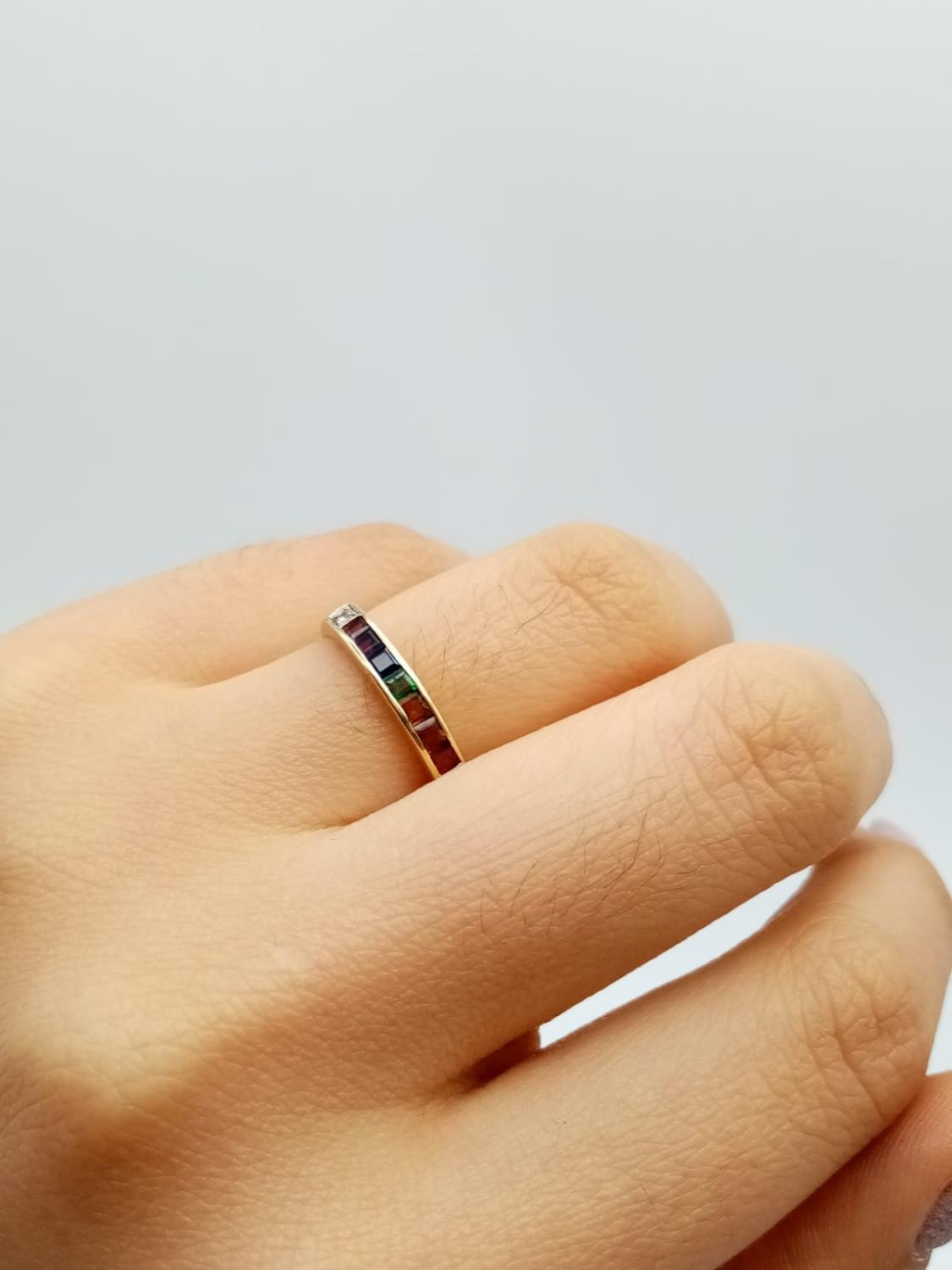 14k yellow gold vintage half eternity ring with multi colour gemstones, weight 1.7g and size K - Image 5 of 7