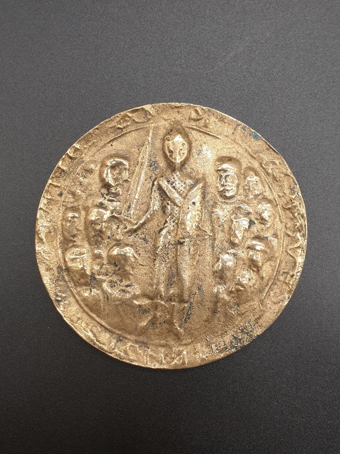 A HEAVY GILDED LARGE ONE SIDED COIN WITH TOP SIDE SEEMINGLY HAMMERED. 285.6gms 8cms diameter