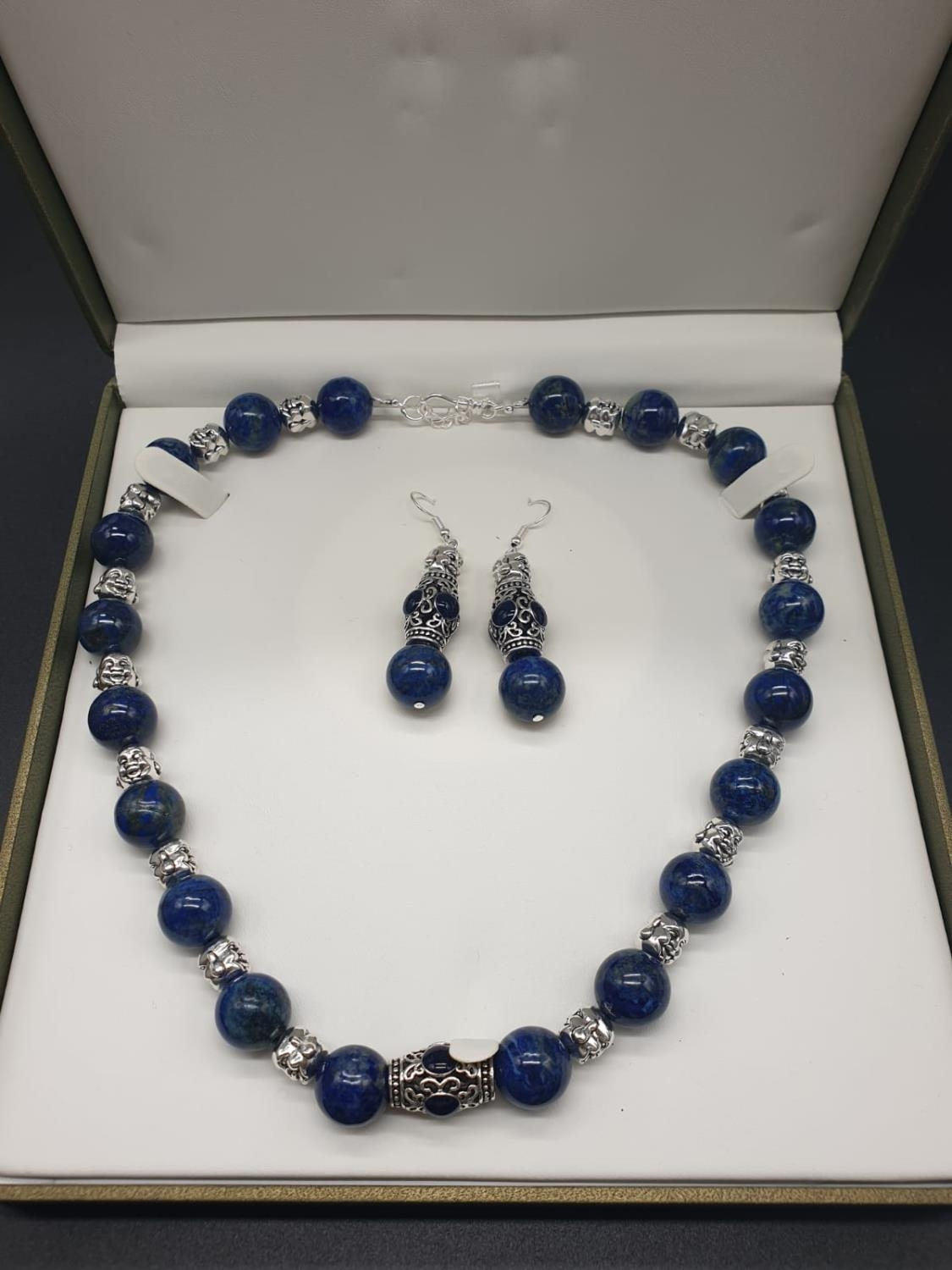 A Tibetan Buddhist lapis lazuli necklace and earrings set in a presentation box. Necklace length: - Image 11 of 11