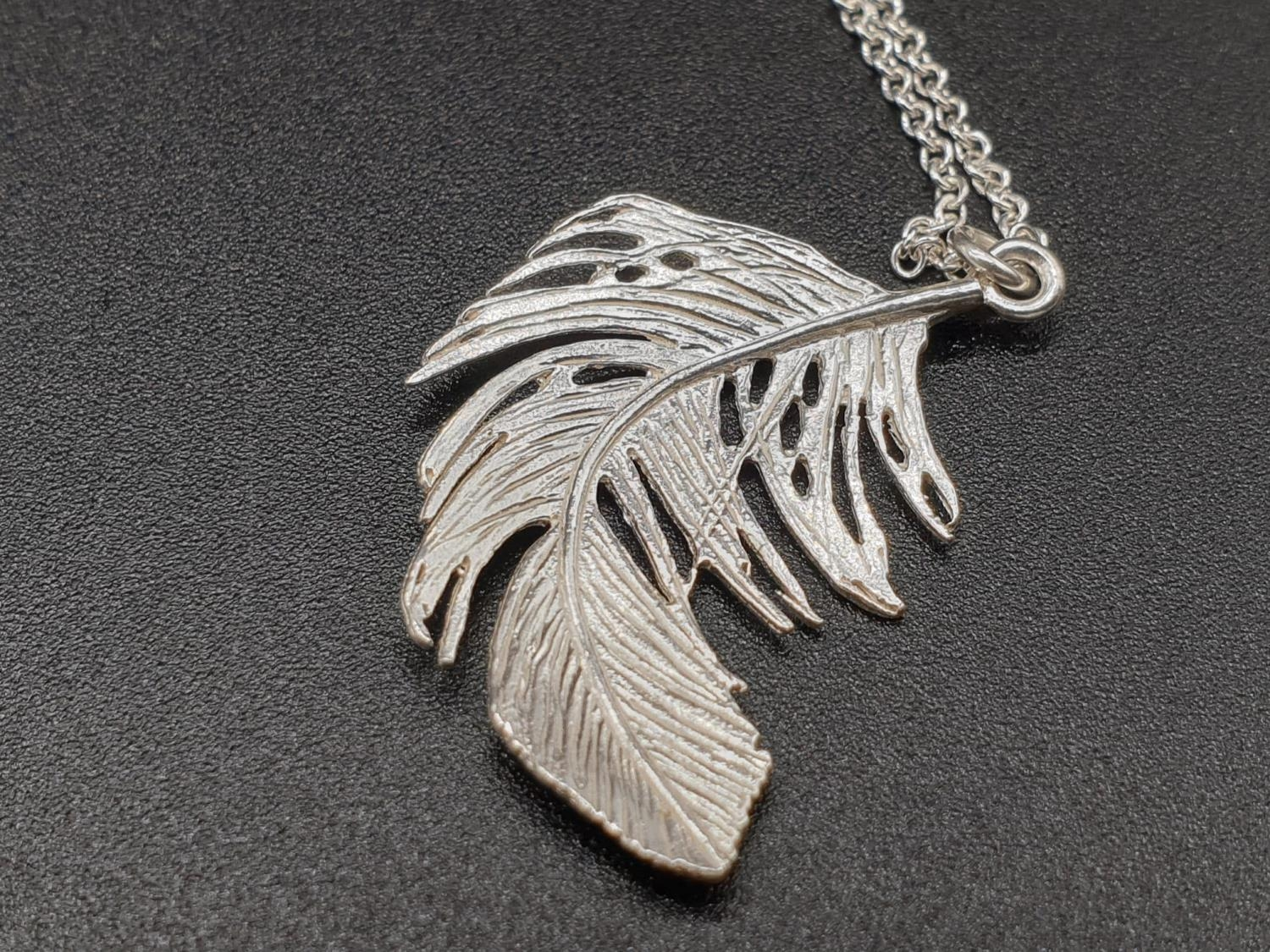 ALEX MONROE STERLING SILVER BIG FEATHER PENDANT ON EXTENDABLE NECKLACE - Image 4 of 6