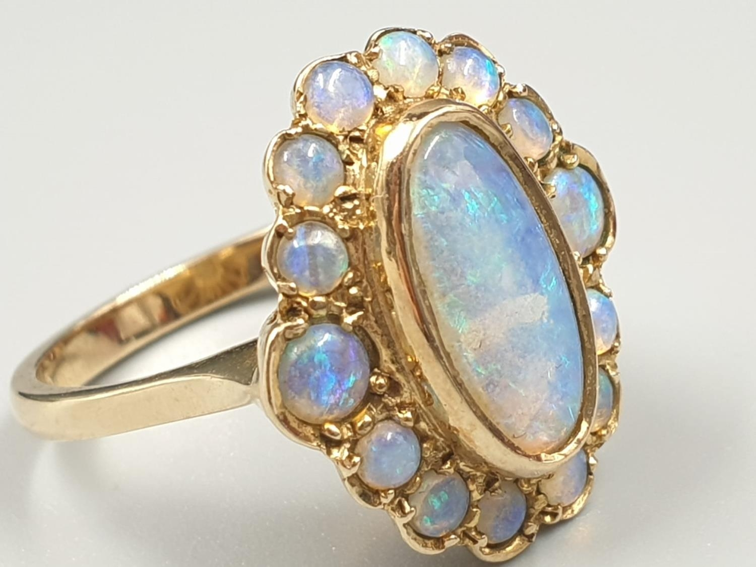 9K YELLOW GOLD VINTAGE OPAL CLUSTER RING WEIGHT 4.3G SIZE N - Image 2 of 7