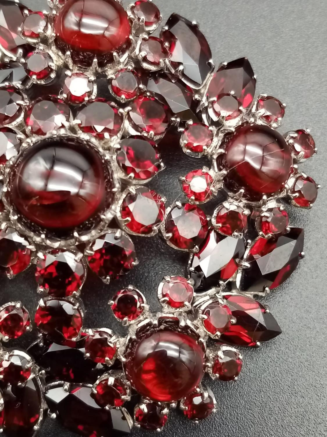 A beautiful sterling silver and garnet brooch (diameter: 46mm) weight: 26.2g - Image 6 of 7