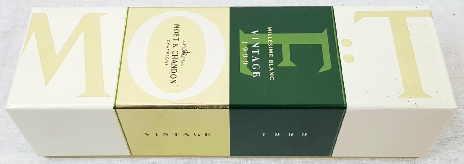 Bottle (750ml) Moet and Chandon Millésime Blanc Vintage 1999 Champagne. As new, in gift box. - Image 4 of 4