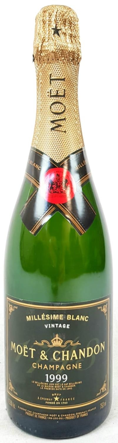 Bottle (750ml) Moet and Chandon Millésime Blanc Vintage 1999 Champagne. As new, in gift box.