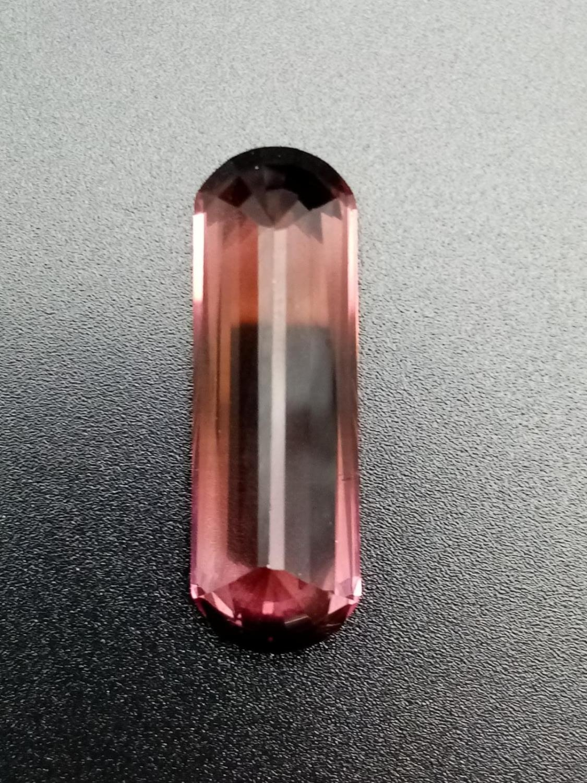 A large pencil cut pink tourmaline 28.5x9.5mm total carats 14.35 - Image 3 of 3