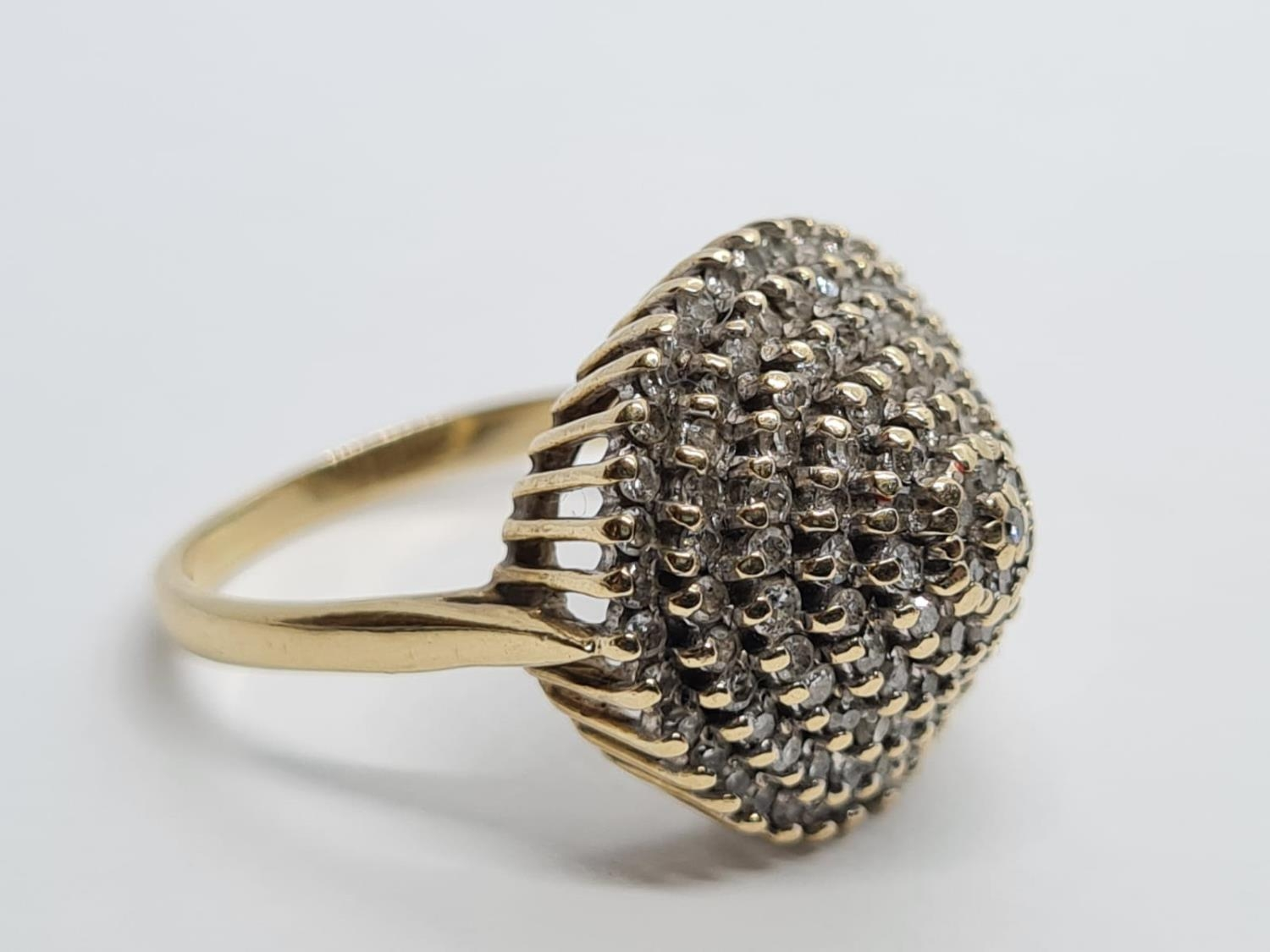 9K YELLOW GOLD VINTAGE DIAMOND CLUSTER RING WEIGHT 5.5G SIZE O - Image 3 of 7