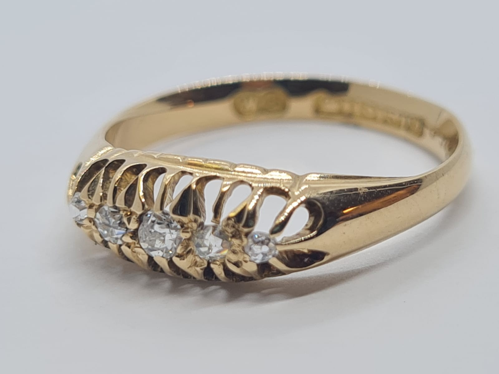 18k Yellow gold vintage DIAMOND 5 STONE SET RING, APPROX 0.15CT DIAMONDS, WEIGHT 2.9g SIZE N - Image 2 of 4
