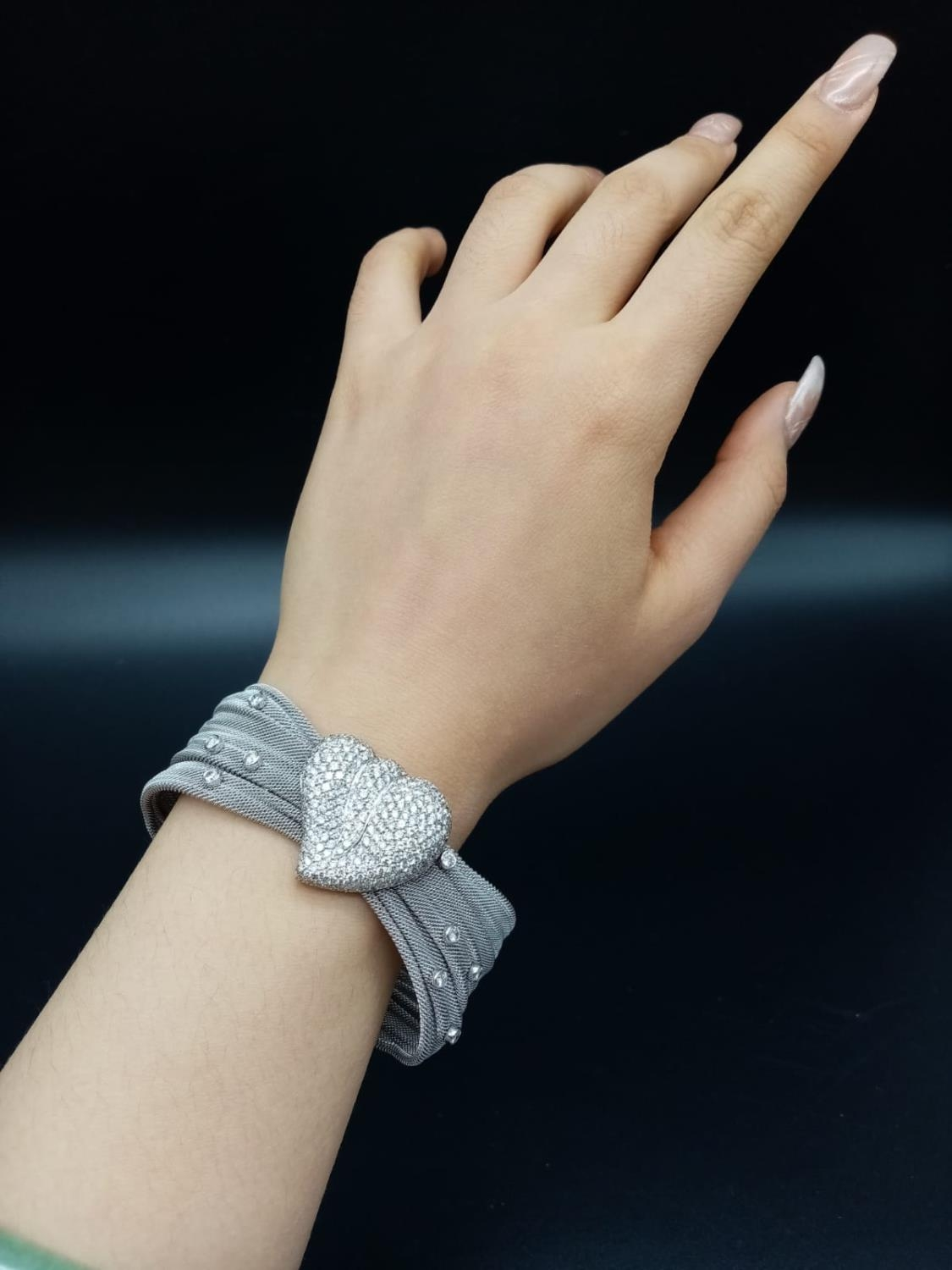 an 18k white gold bracelet with 10 diamonds and a diamond encrusted heart. 53.4gms 19cms - Image 8 of 10