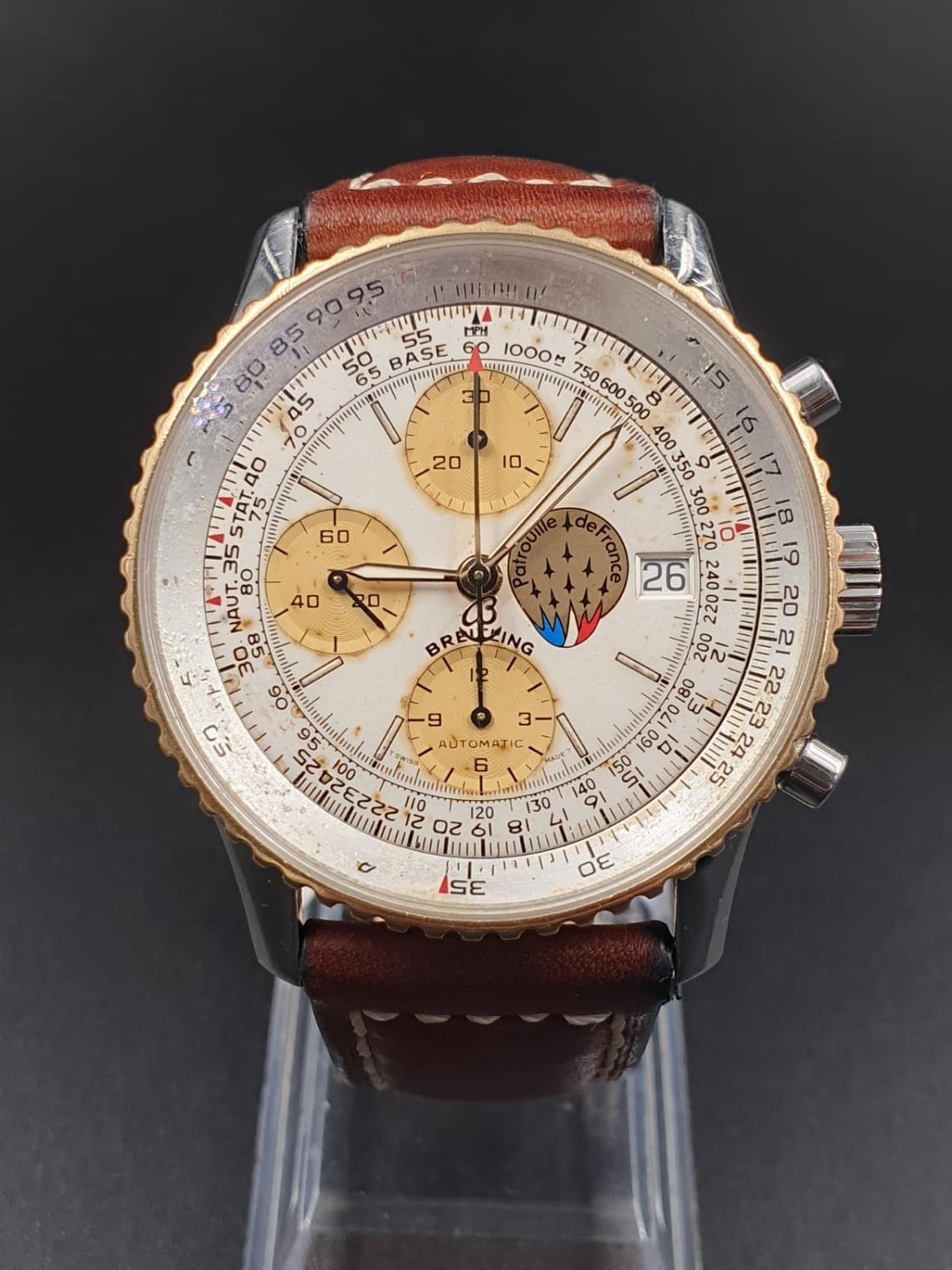 A BREITLING NAVITIMER CHRONOMETER AUTOMATIC MOVEMENT ON A LEATHER STRAP. 42mm
