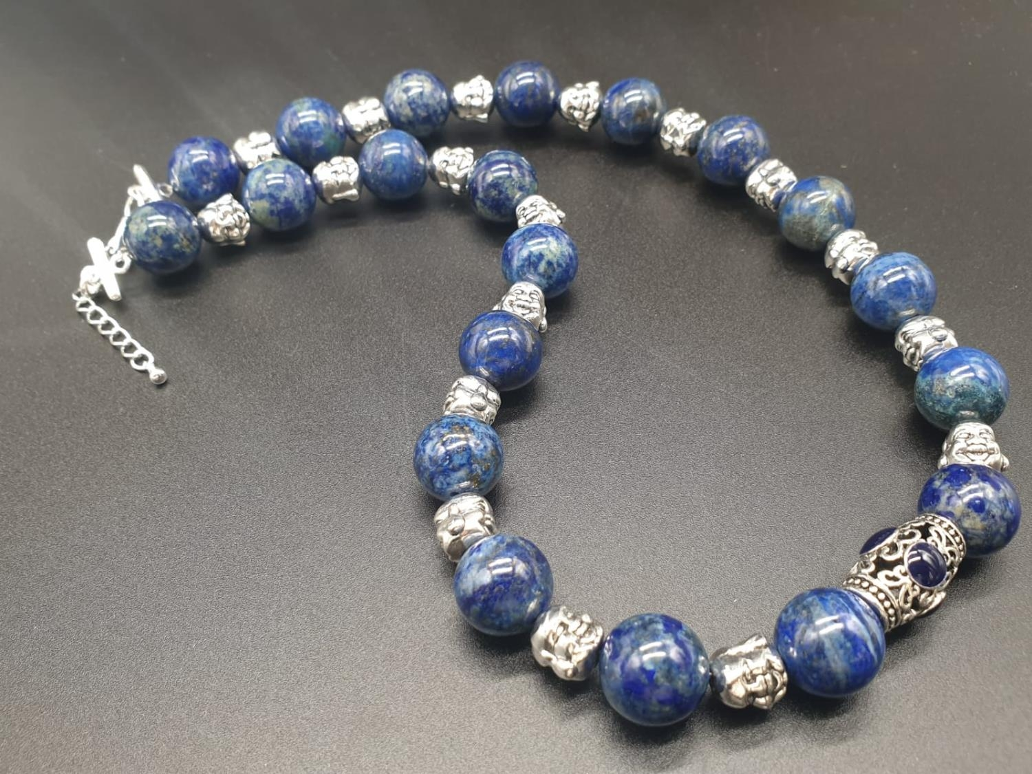A Tibetan Buddhist lapis lazuli necklace and earrings set in a presentation box. Necklace length: - Image 3 of 11