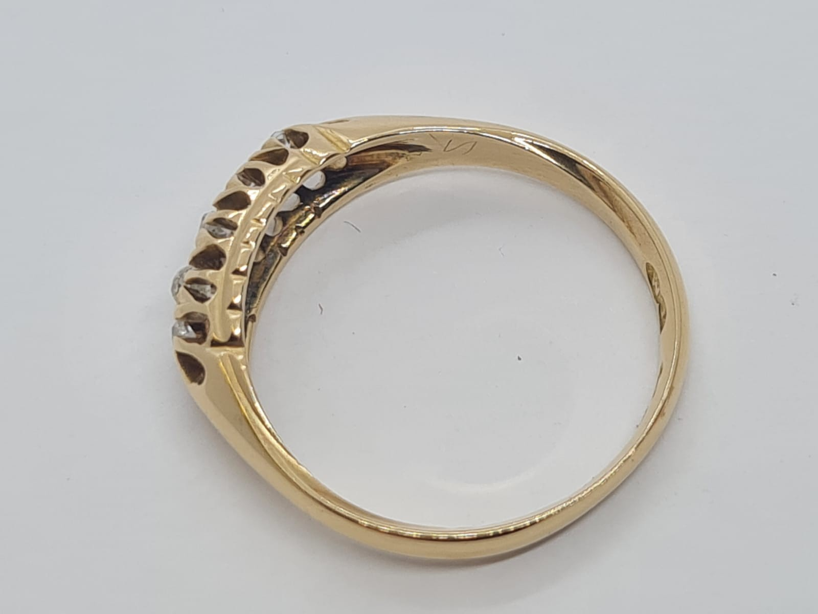 18k Yellow gold vintage DIAMOND 5 STONE SET RING, APPROX 0.15CT DIAMONDS, WEIGHT 2.9g SIZE N - Image 3 of 4
