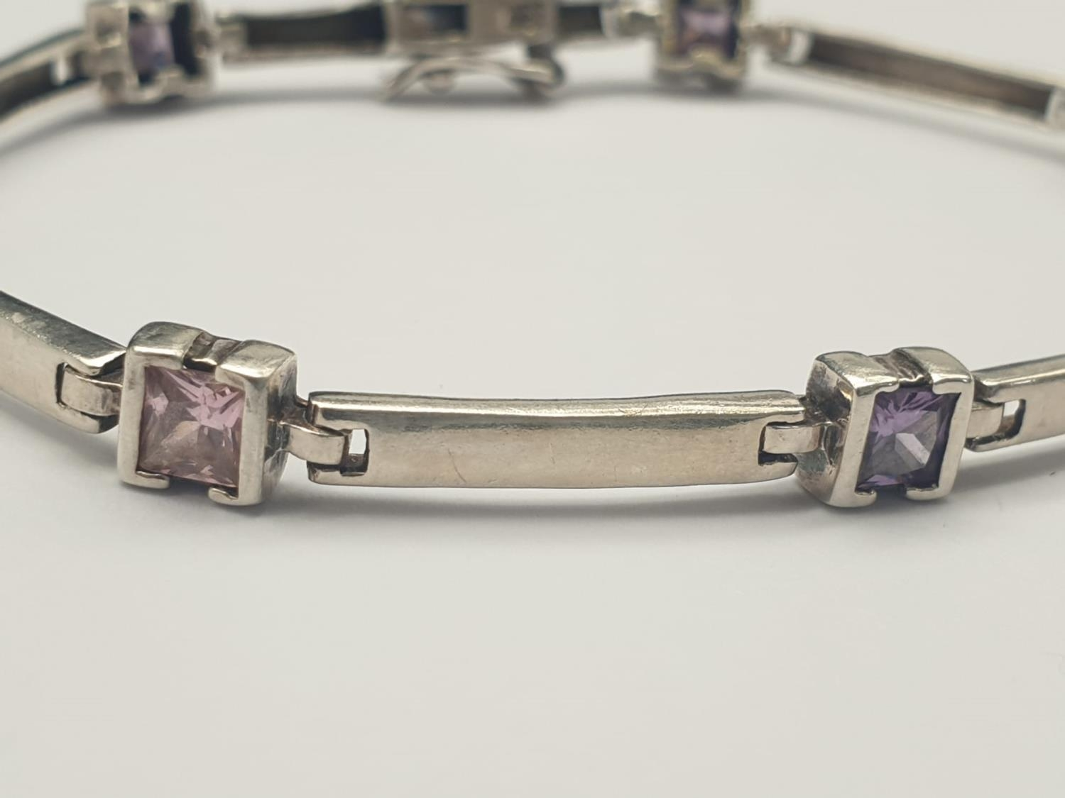 A SILVER ARTICULATED BRACELET WITH PINK, WHITE AND PURPLE STONES. 9.4gms 18cms - Image 2 of 4