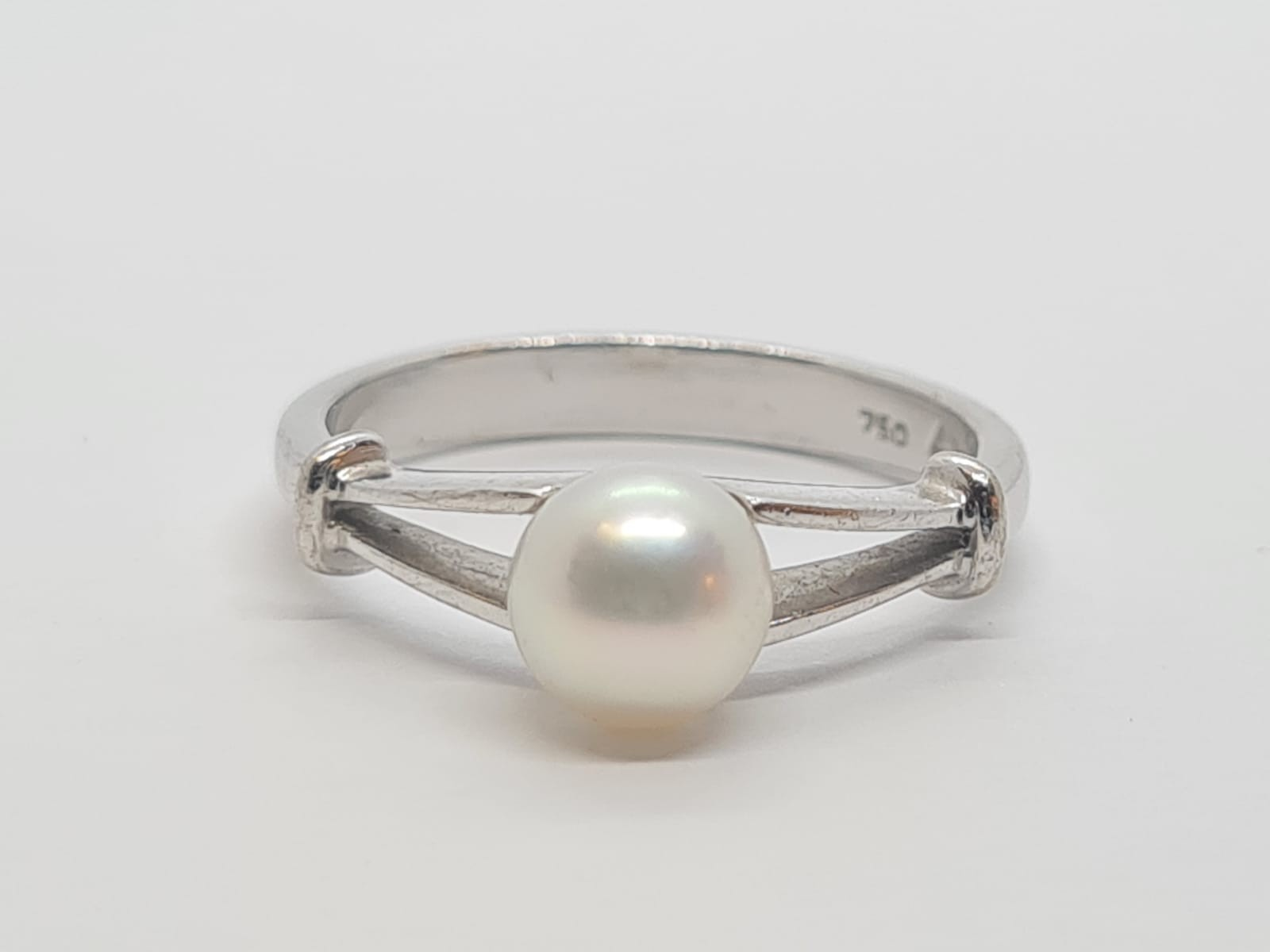 18k white gold PEARL Solitaire RING, weight 3.9G size M