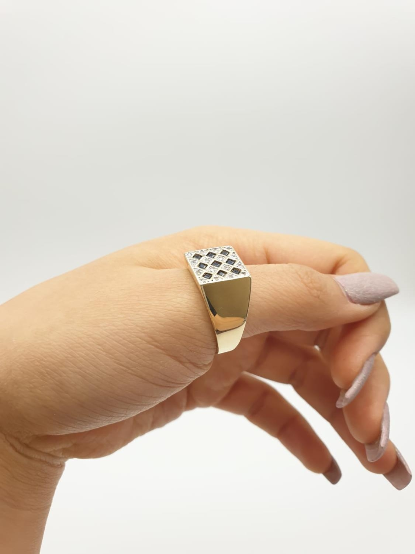 9k yellow gold DIAMOND & SAPPHIRE SQUARE SIGNET GENT RING, weight 6.5g size U - Image 5 of 7