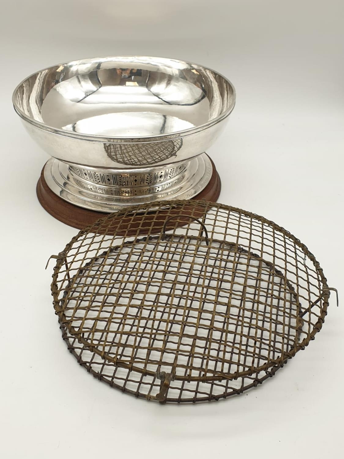 Mappin and Webb Silver Rose Bowl (1938). Pierced Decoration, Oak Stand and Wire Web Top. Inscription - Image 2 of 12