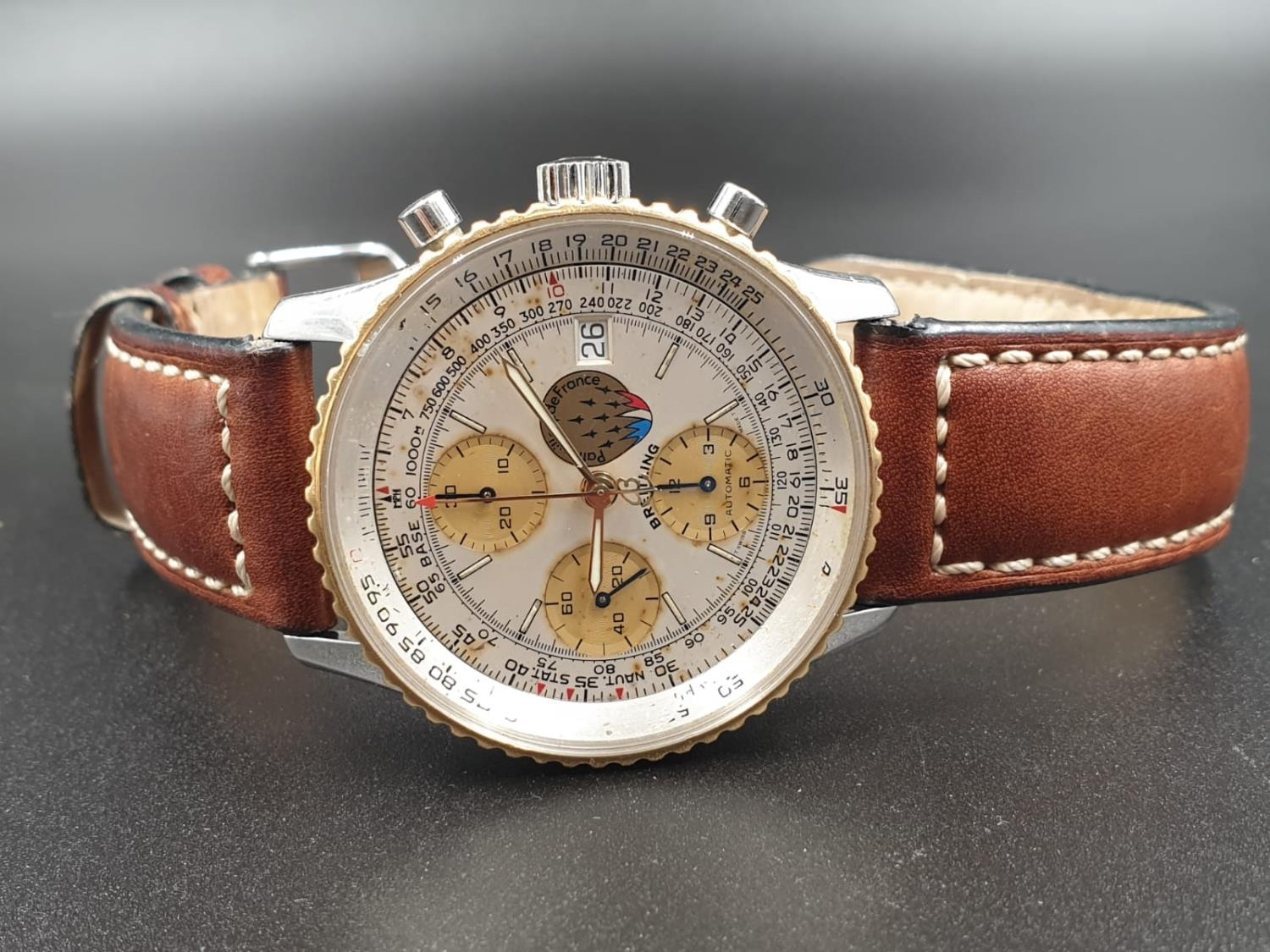 A BREITLING NAVITIMER CHRONOMETER AUTOMATIC MOVEMENT ON A LEATHER STRAP. 42mm - Image 4 of 10