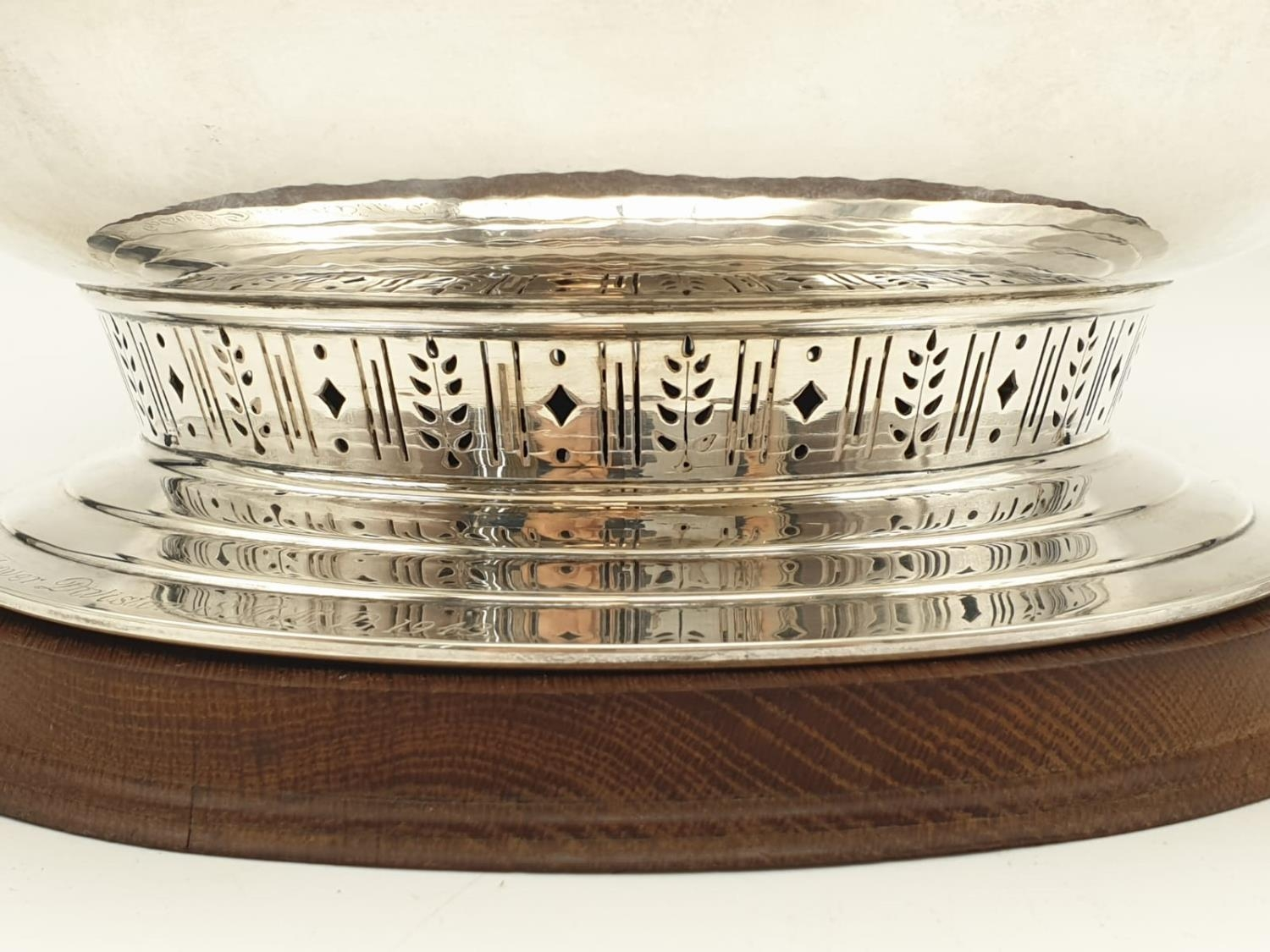 Mappin and Webb Silver Rose Bowl (1938). Pierced Decoration, Oak Stand and Wire Web Top. Inscription - Image 3 of 12