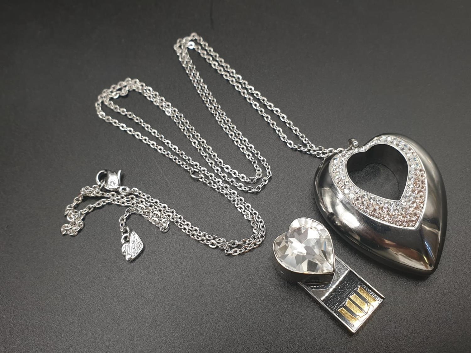 Swarovski Women's Metallic Active Crystal Heart-Shaped Pendant with built-in 8GB USB. 76cm As new,