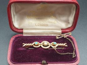 15K Victorian Brooch Pin with Two Turquoise Stones and a Pearl. 4cm. Original Case. 4g.
