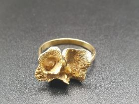 18K Yellow Gold Ladies Ring with Floral Decoration. Size N. 3.55g
