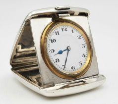 A HEAVY SOLID SILVER ANTIQUE TRAVEL CLOCK, HALLMARKED BIRMINGHAM 1919. 108.7gms 6 x 5.5cms