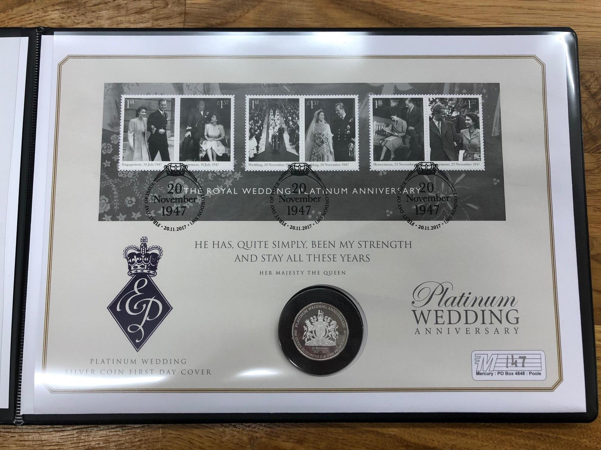 COIN COVERS 2017 Platinum Wedding Anniversary bearing Cook Is $1 silver coin in folder.