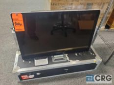 Sony 32 inch TV / Momitor with controller and protective storage case