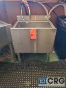 KROWNE m/n 18-24-CP stainless steel deep sink