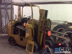 Towmotor 462S forklift, (FOR PARTS) solid tires, ROPS, single stage low mast,
