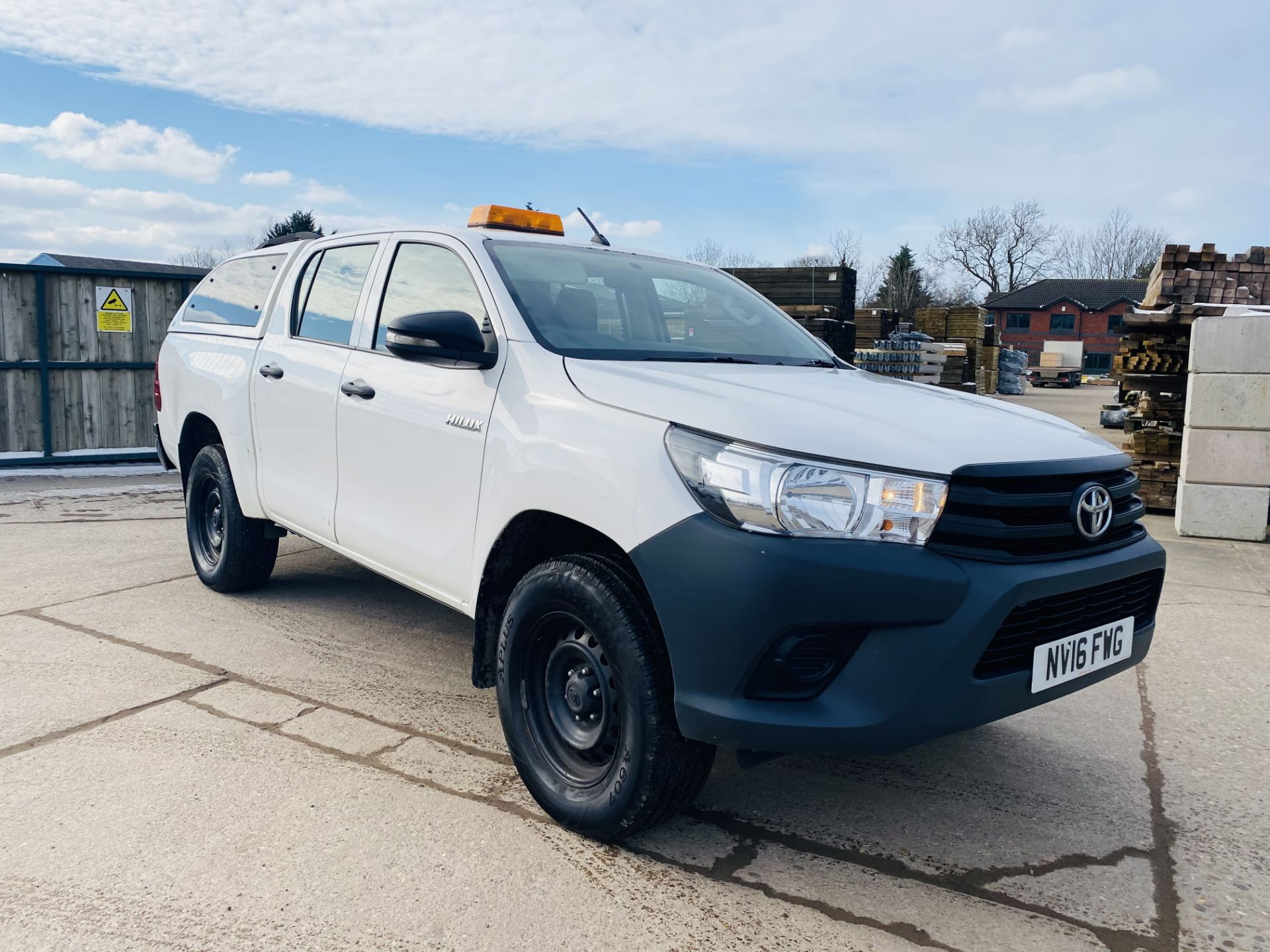 """TOYOTA HILUX """"ACTIVE"""" DOUBLE CAB PICK-UP (2016 - NEW MODEL) 1 OWNER - AIR CON - REAR CANOPY- LOOK - Image 2 of 19"""