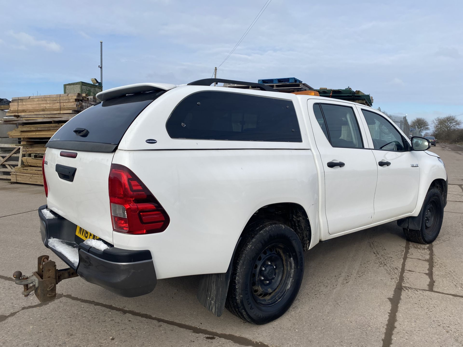 """TOYOTA HILUX """"ACTIVE"""" DOUBLE CAB PICK-UP (2016 - NEW MODEL) 1 OWNER - AIR CON - REAR CANOPY- LOOK - Image 7 of 19"""