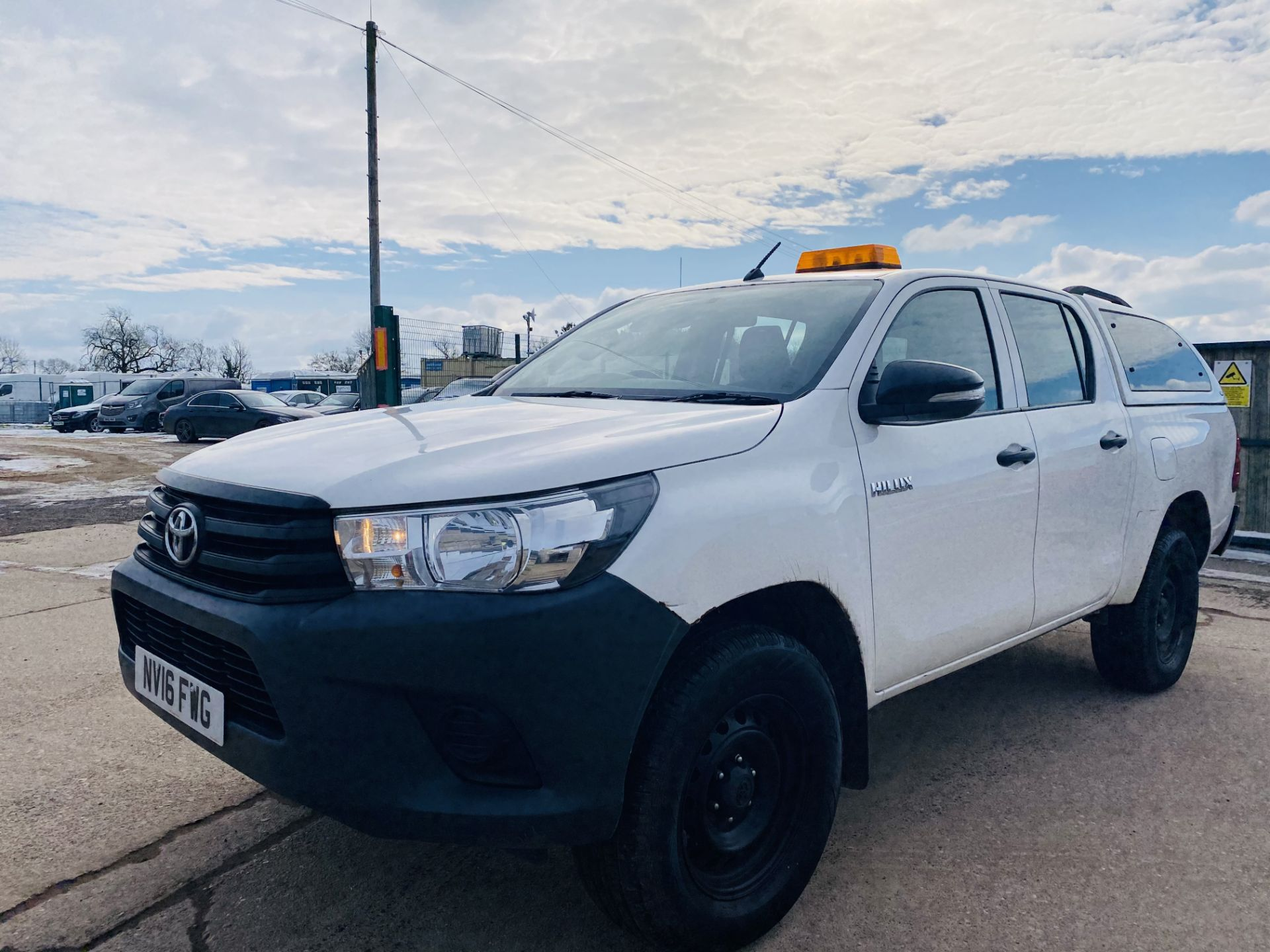 """TOYOTA HILUX """"ACTIVE"""" DOUBLE CAB PICK-UP (2016 - NEW MODEL) 1 OWNER - AIR CON - REAR CANOPY- LOOK - Image 4 of 19"""