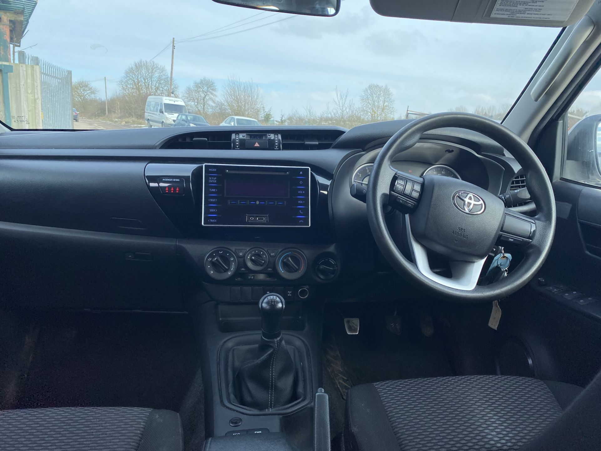 """TOYOTA HILUX """"ACTIVE"""" DOUBLE CAB PICK-UP (2016 - NEW MODEL) 1 OWNER - AIR CON - REAR CANOPY- LOOK - Image 18 of 19"""