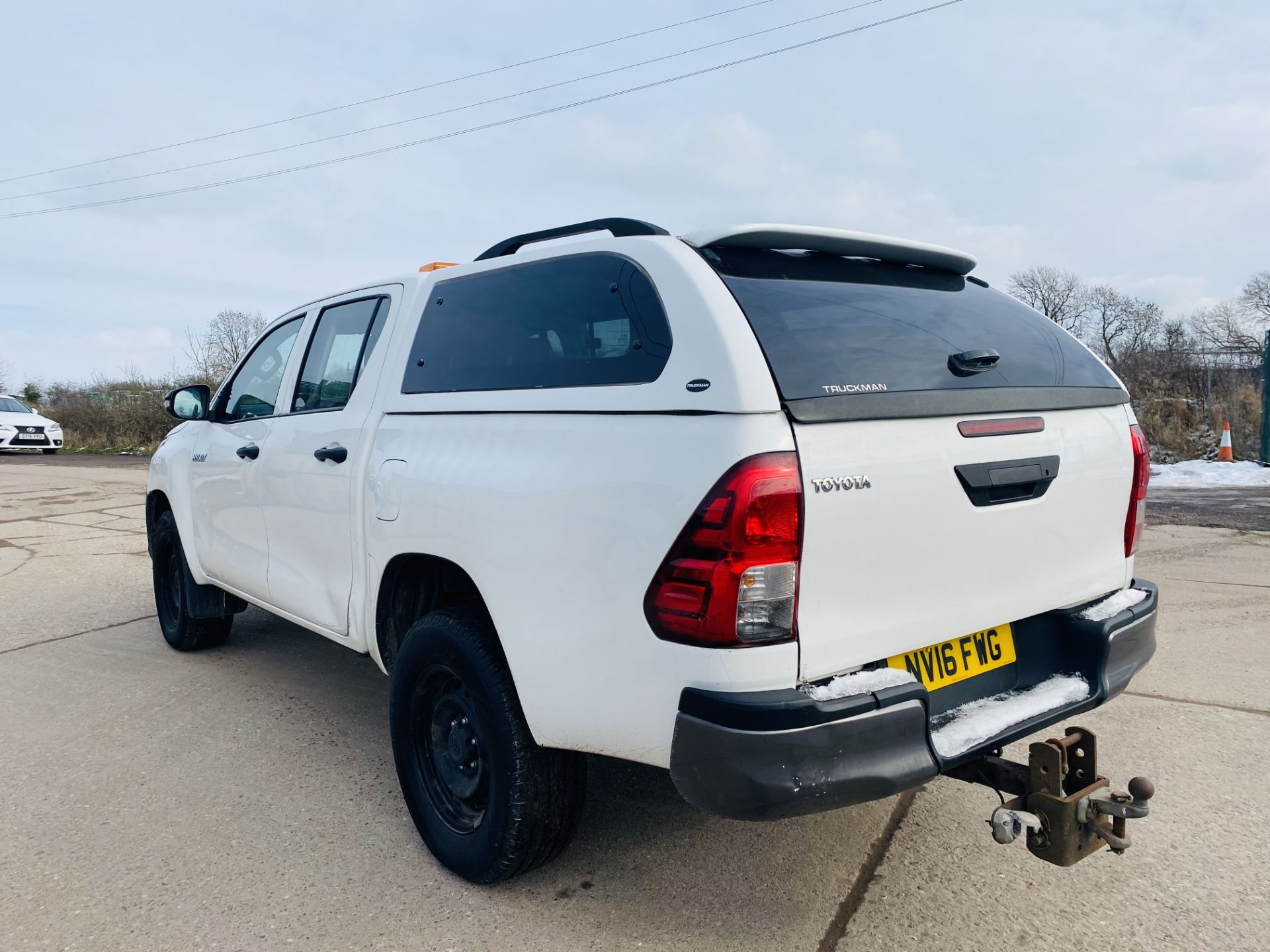 """TOYOTA HILUX """"ACTIVE"""" DOUBLE CAB PICK-UP (2016 - NEW MODEL) 1 OWNER - AIR CON - REAR CANOPY- LOOK - Image 5 of 19"""